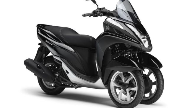 2015-Yamaha-Tricity-EU-Midnight-Black-Studio-001_gal_full