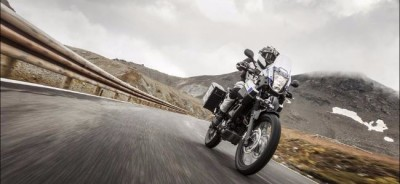 2015-Yamaha-XT660Z-Tenere-ABS-EU-Race-Blu-Action-006_gal_full