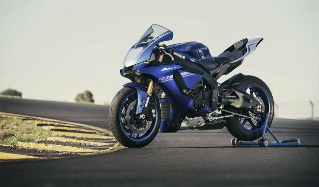 2017-Yamaha-YZF-R1-EU-Race-Blu-Static-002 (2)